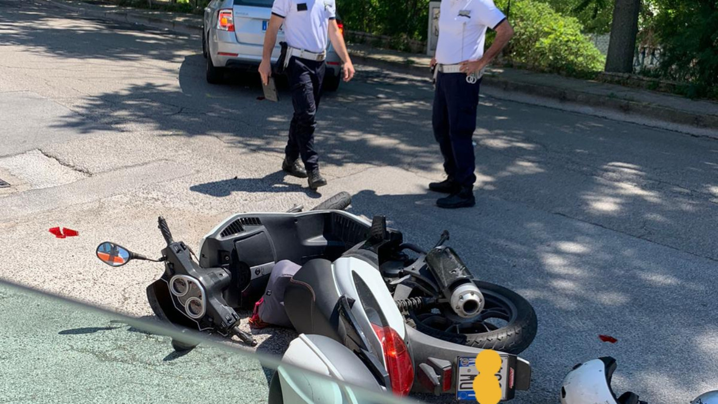 Auto contro scooter, 24enne in ospedale